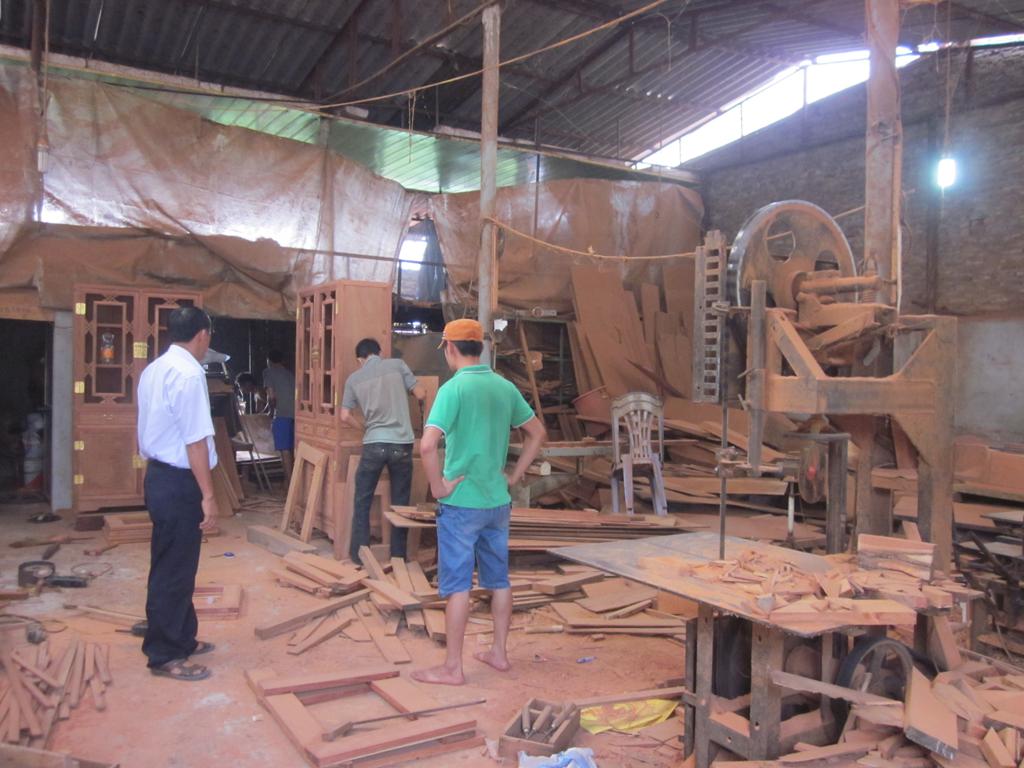 xưởng đóng bàn ghế gỗ nội thất